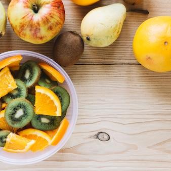 Frutta e insalata di close-up