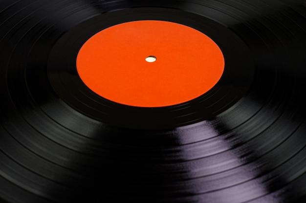 蓄音機のビニールレコードをクローズアップ