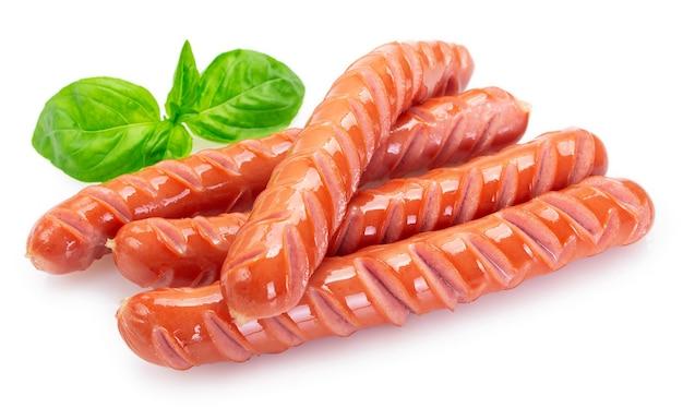 Крупным планом жареные колбаски изолированные