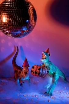 Giocattoli di halloween del primo piano e palla della discoteca