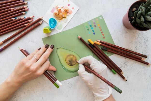 Primo piano disegno a mano avocado