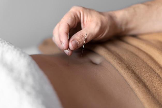 Close-up hand holding needle Free Photo