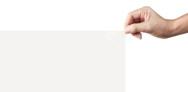 Закройте вверх руки, держащей бумажный бланк для письма бумаги