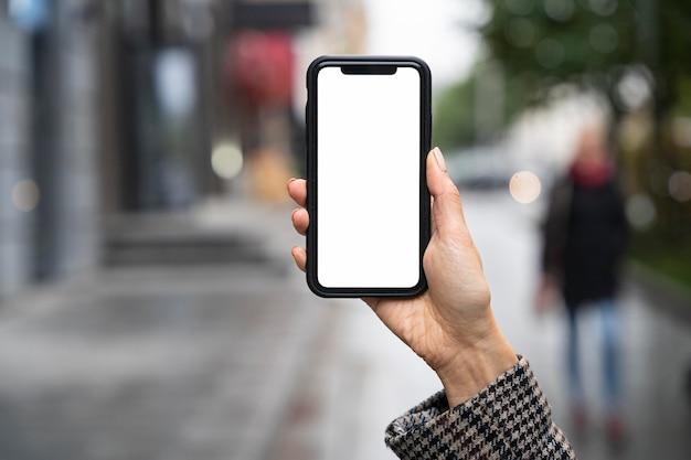 スマートフォンを持っているクローズアップ