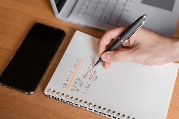 Primo piano di scrittura a mano in giapponese