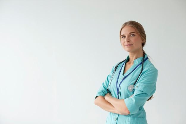 Primo piano sull'operatore sanitario