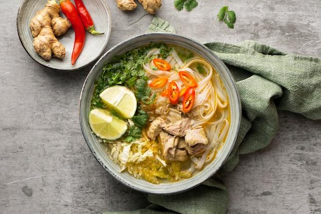 Primo piano su una zuppa ad alto contenuto proteico