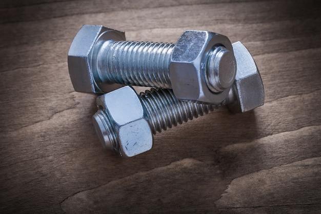 木製のボルト構造ナットの画像をクローズアップ。