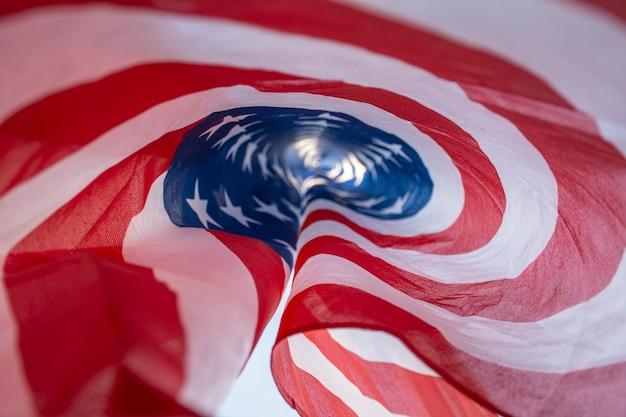 独立記念日米国旗を閉じる