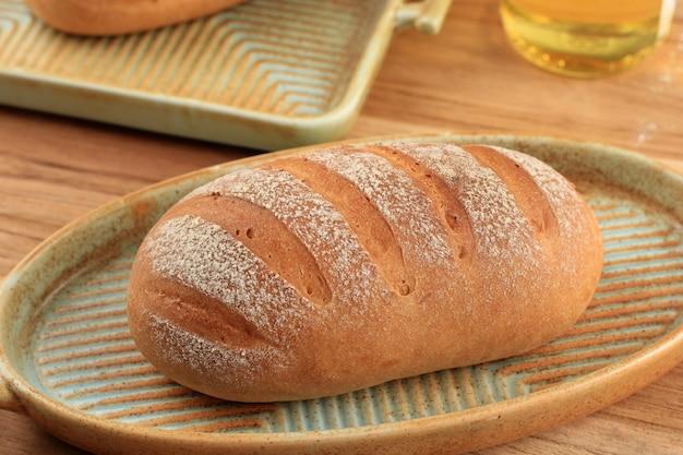 クローズアップ日本ホワイトミルクハースパンまたはパン粉、ホイップクリーム、砂糖、冷水から作られたミルクハス(生クリームパン)。素朴な外、ふわふわの中