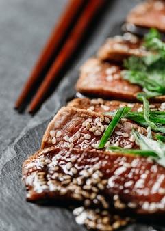 Primo piano dell'assortimento giapponese del pasto