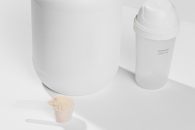 Close-up jar with gym supplements powder scoop