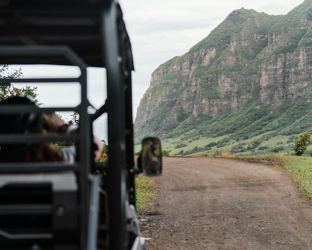 Заделывают автомобиль джип на гавайях