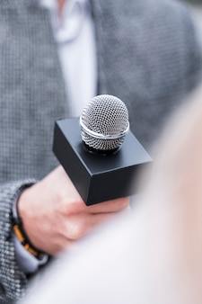 Close-up journalism microphone