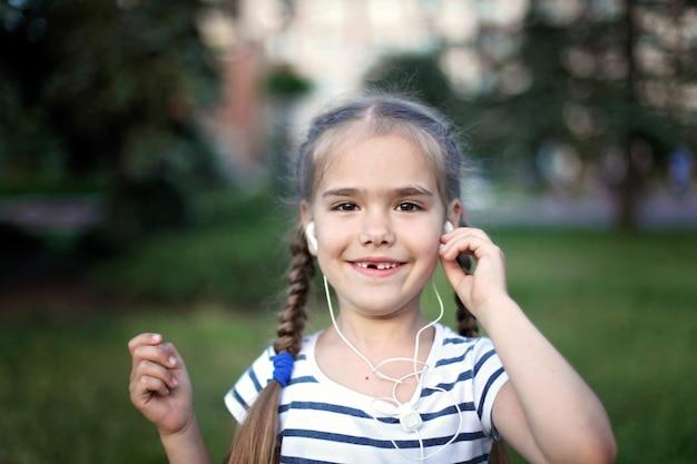 クローズアップ子供の感情的な肖像画