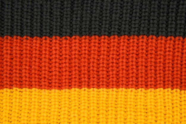 Крупным планом вязаные текстуры, цвета флага германии черный