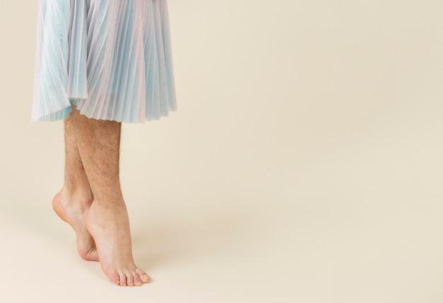 Chiudere le gambe con copia spazio