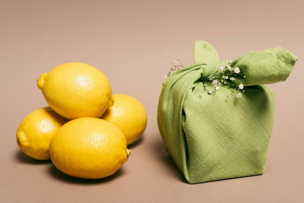 Крупным планом лимоны возле сна