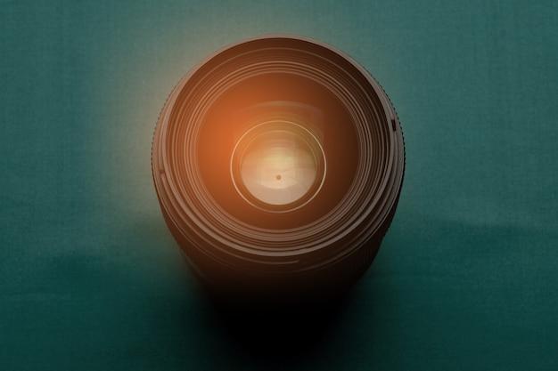 レンズの絞り、レンズの開口部、写真家をクローズアップ