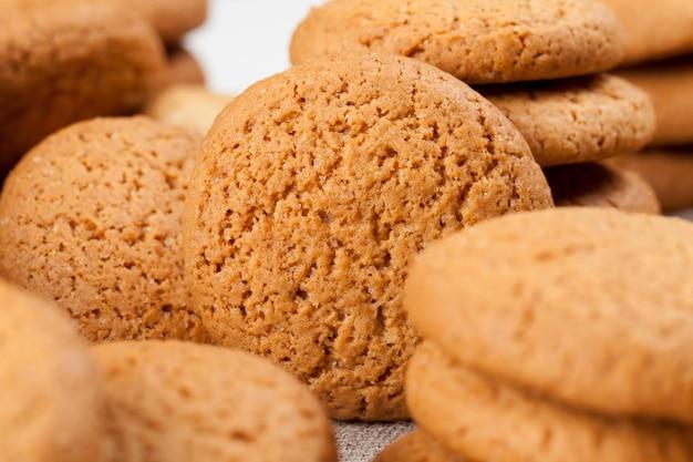 저칼로리 오트밀 쿠키, 설탕이 첨가된 달콤하고 바삭바삭한 쿠키가 아닌 오트밀과 밀가루로 구운 쿠키