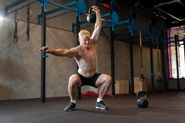 Close up on man doing crossfit workout