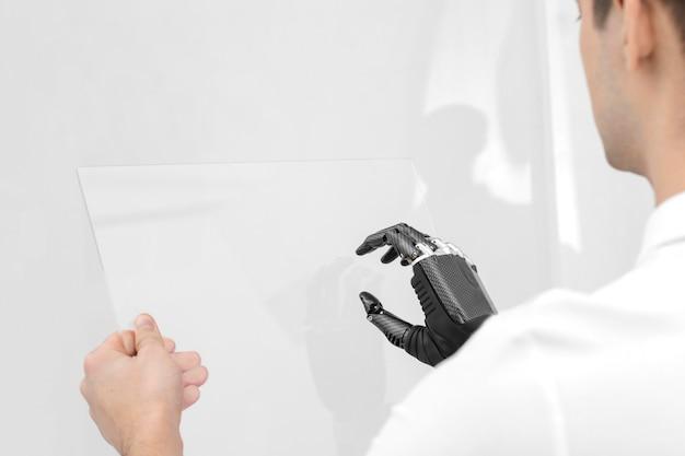 手プロトタイプで男を閉じる