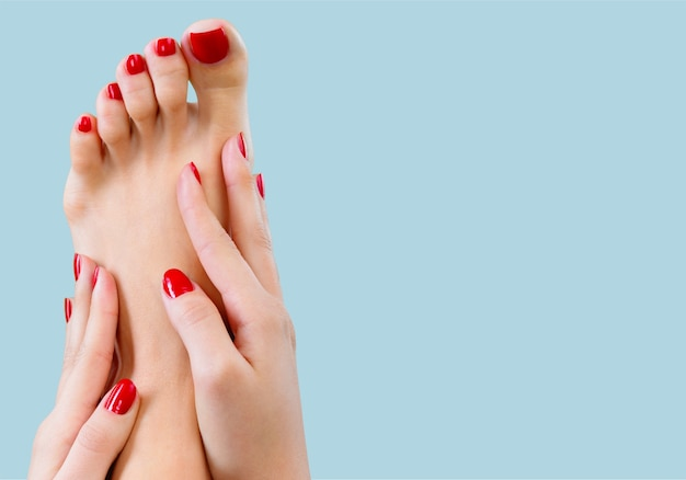 Ухоженные ногти и пальцы ног крупным планом