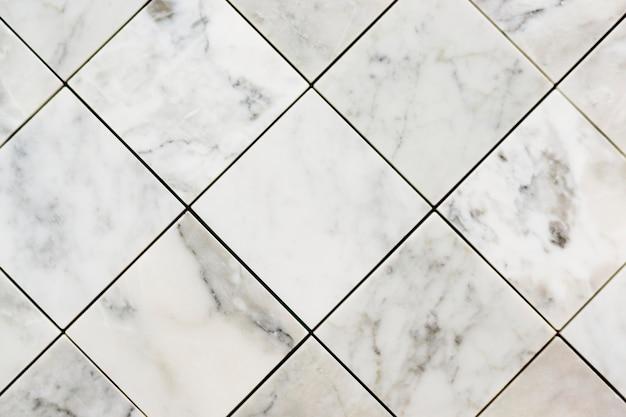 Chiuda in su delle mattonelle strutturate di marmo
