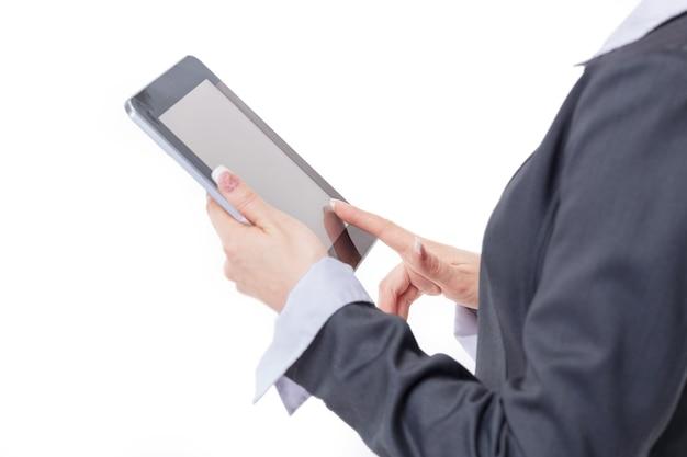 閉じる。現代のビジネス女性は、白い背景で隔離のデジタルタブレットを使用しています