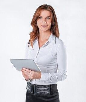 디지털 태블릿을 사용 하여 up.modern 비즈니스 여자를 닫습니다. 흰색으로 격리.