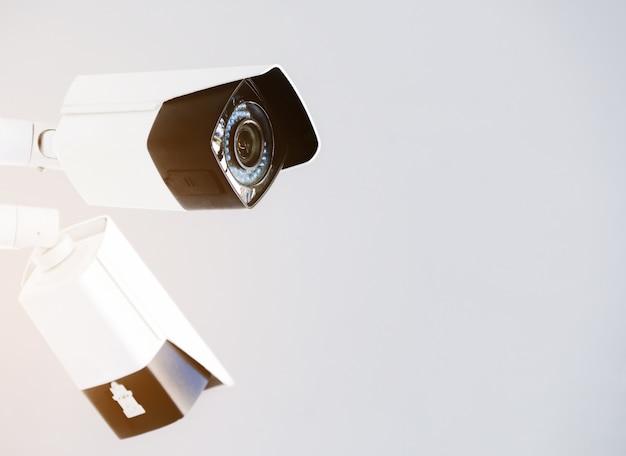Крупным планом современная общественная камера видеонаблюдения