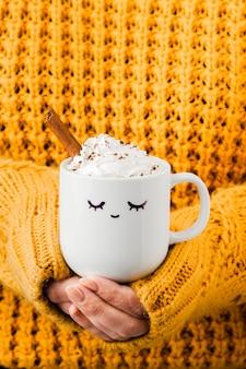 Утренняя чашка кофе крупным планом