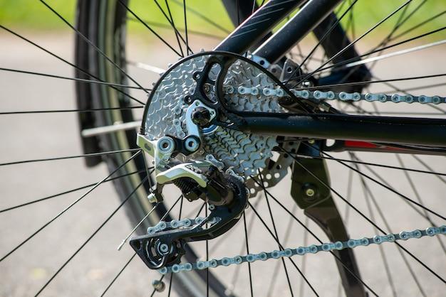 自転車ディレイラーのクローズアップ