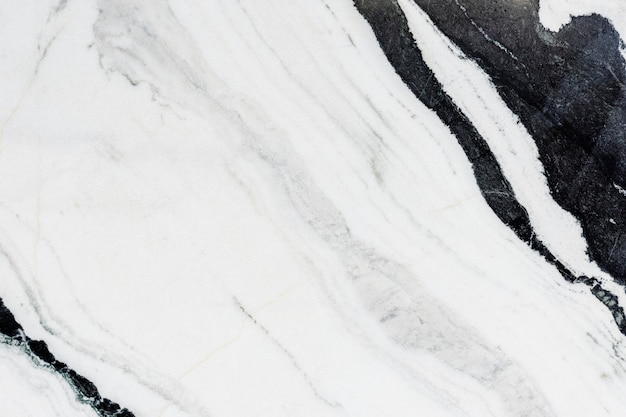 Закройте вверх черно-белой мраморной текстурированной стены
