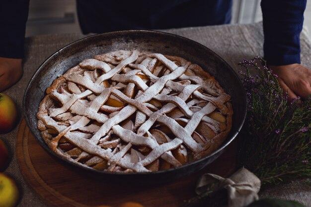 白い粉砂糖をまぶしたケーキのクローズアップ