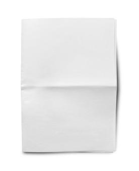 白い背景の上のしわくちゃの展開された紙のクローズアップ