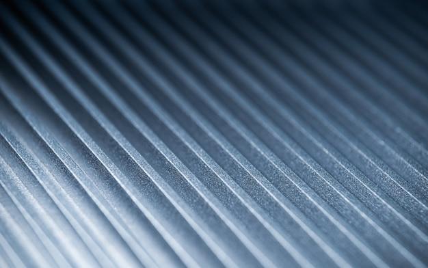 正体不明の自動制御装置の溝付き金属表面の拡大図