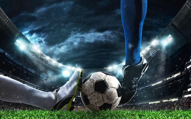 スタジアムでの競合するサッカー選手とのサッカーアクションシーンのクローズアップ