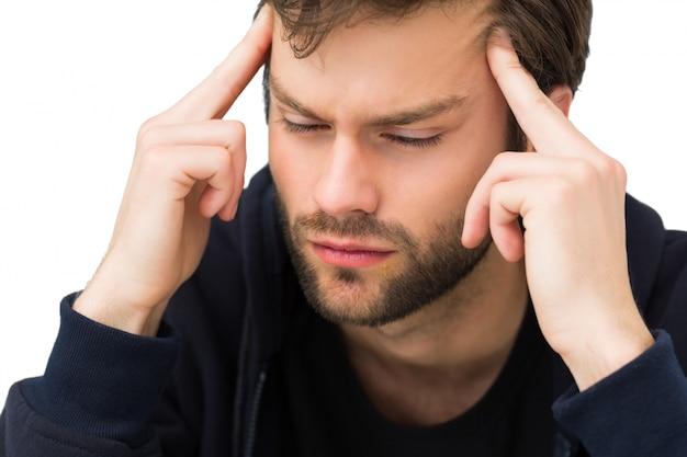 Крупный план красивый молодой человек с головной болью