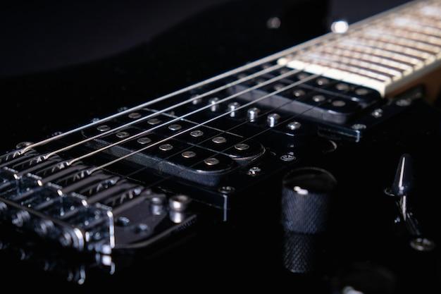 ハムバッカーのクローズアップ。 6弦エレクトリックギターの詳細