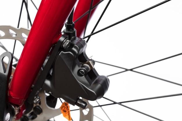 Закройте гидравлический велосипедный тормоз. компоненты и детали велосипедов.