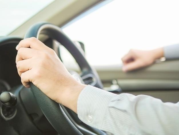 片手で危険な行動をして車を運転する男のクローズアップ