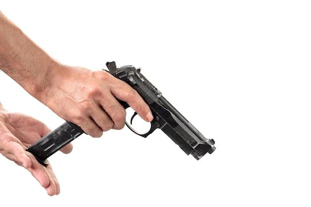 총을 든 남자의 손 클로즈업