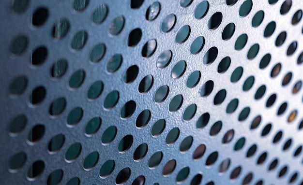 Крупный план металлической решетки с круглыми отверстиями