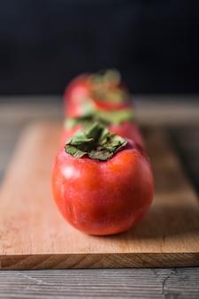 Крупным планом спелых помидоров