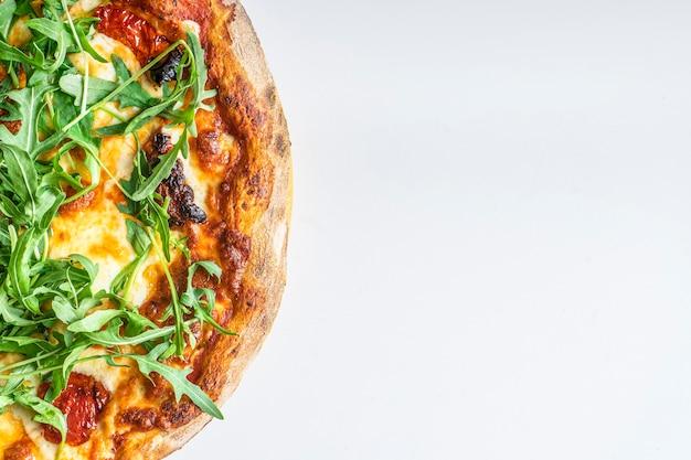 텍스트 복사 공간이 있는 소박한 피자 클로즈업