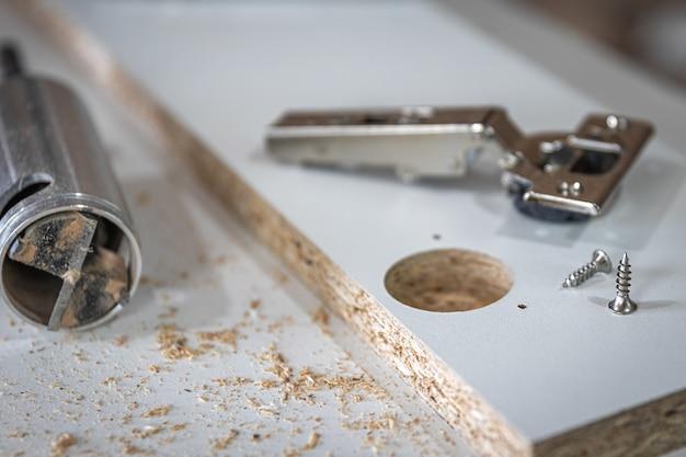 셀프 태핑 나사, 목수의 공예품에 있는 나무 나사의 클로즈업.