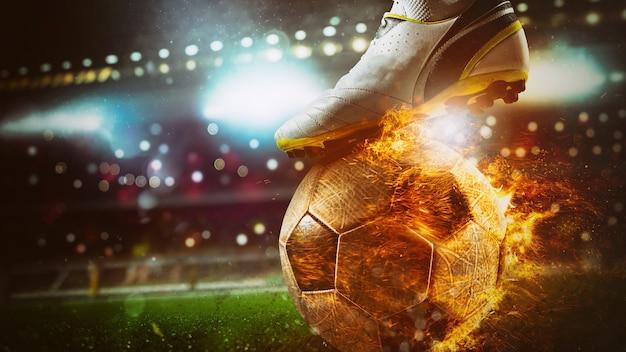 경기장에서 불 같은 공을 차는 축구 스트라이커의 클로즈업