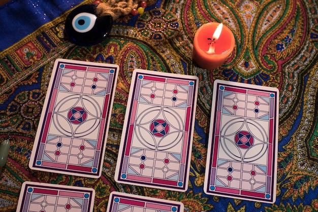 タロットカードのクローズアップ。魔術、占い