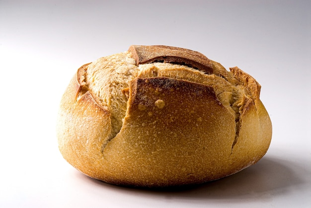 背景に、伝統的なイタリアのパンの種類のクローズアップ。